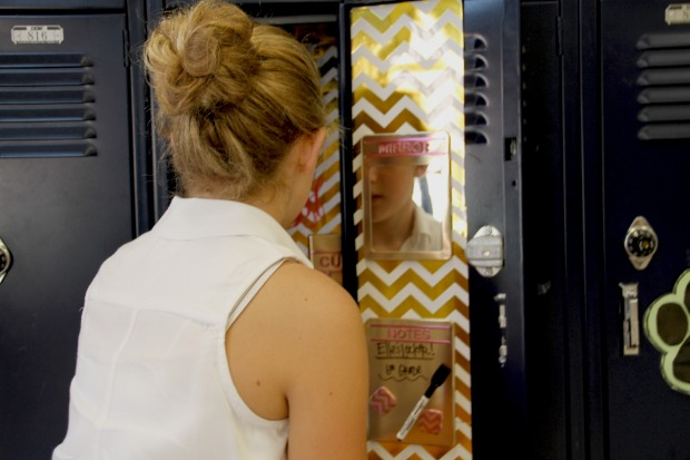 Decorating a girls locker on CaliCrest.com