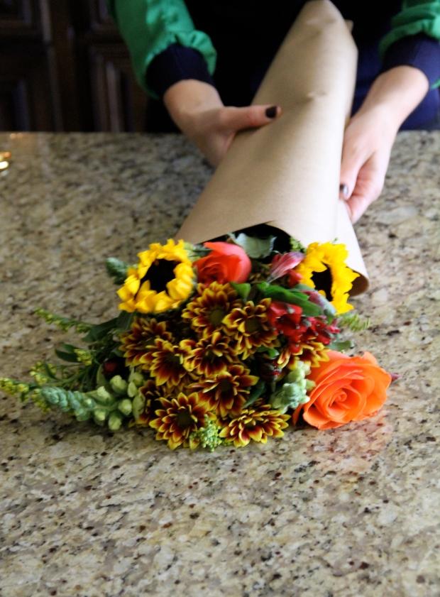 DIY wrap flowers in butcher paper