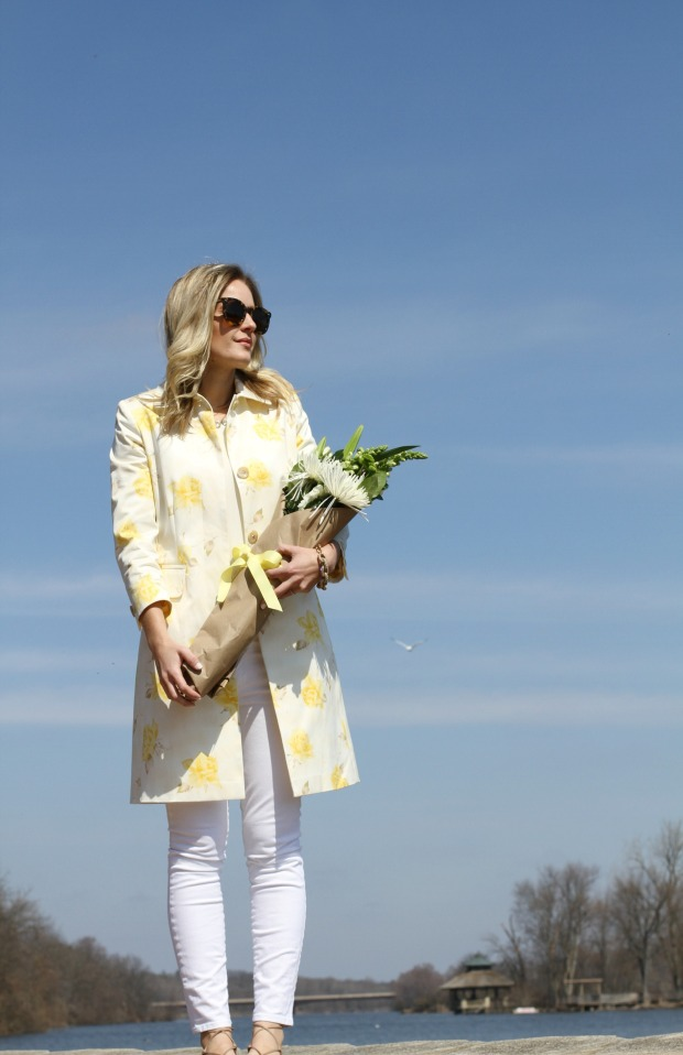 Yellow and white spring look on calicrest.com